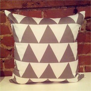 housse de coussin triangles gris. Black Bedroom Furniture Sets. Home Design Ideas