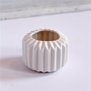 Small porcelain vase 2 - white
